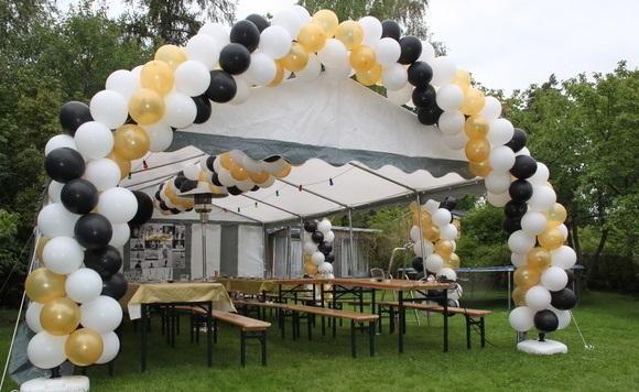 325993-partytält-paviljong-fest-på-gräsmatta